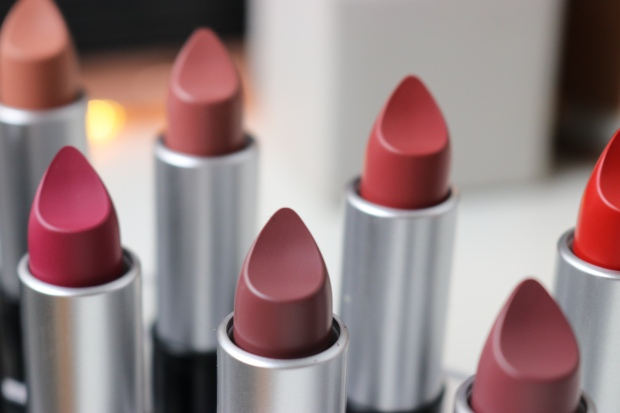 Flormar HD Weightless Matte Lipstick
